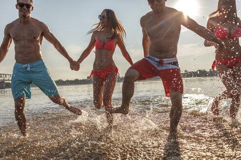 Happy friends splashing in water - VPIF00002