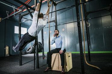 Busiiness people training in gym - JOSF01328