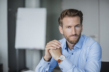 Portrait of serious businessman in the office - DIGF02714