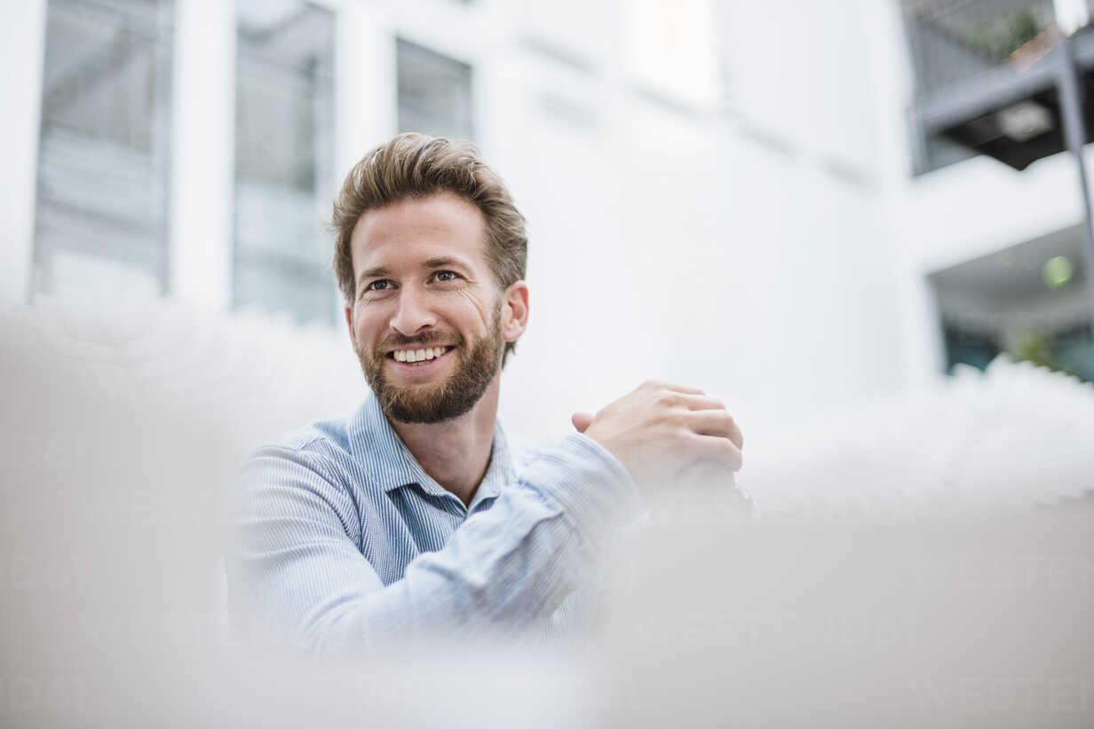 Portrait of smiling businessman - DIGF02736 - Daniel Ingold/Westend61