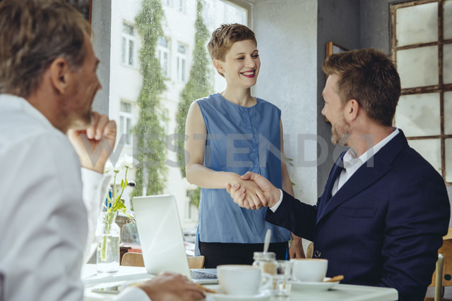 Business people meeting in a cafe - MFF03845