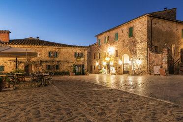 Italy, Tuscany, Monteriggioni, historical core city in the evening - CSTF01345