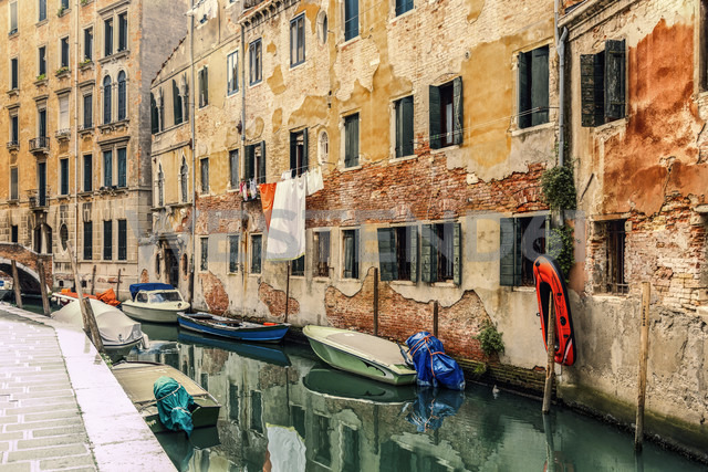 Italy, Venice, alley and boats at canal - CSTF01362