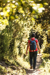 Italy, Liguria, Cinque Terre, hiker on trail - CSTF01382