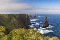 UK, Scotland, Caithness, Coast of Duncansby Head, Duncansby Stacks - FOF09294