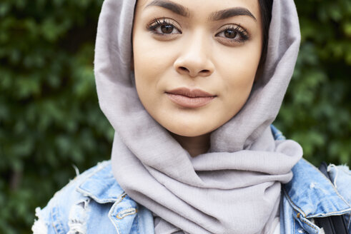 Close-up portrait of young woman wearing hijab - IGGF00124