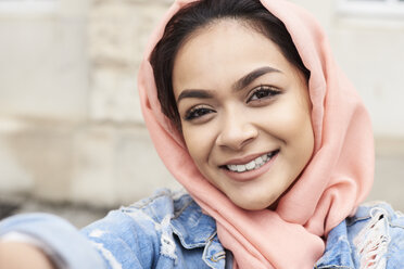 Self-portrait of young woman wearing hijab - IGGF00127