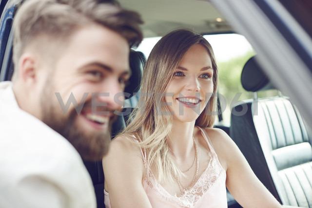 Happy young couple in car - ABIF00010