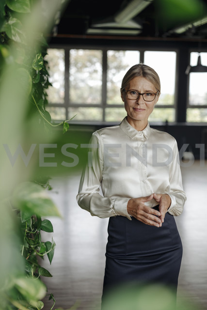 Portrait of confident businesswoman in green office - JOSF01418 - Joseffson/Westend61