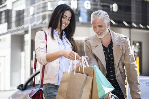 Mature couple on a shopping spree - WESTF23489