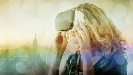 USA, New York City, young woman using Virtual Reality Glasses, composite - UUF11630