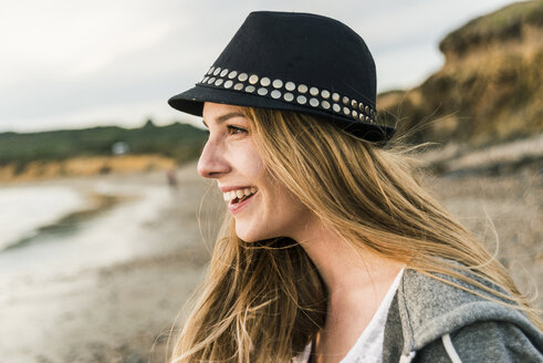 Happy young woman on the beach - UUF11670