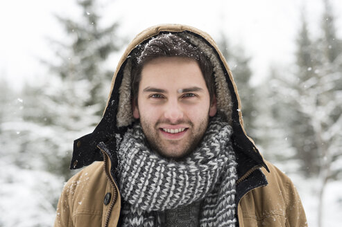 Portrait of smiling young man in winter - HAPF02089