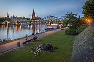 Germany, Frankfurt, view from Schaumainkai to Main River and Frankfurt Cathedral - KEB00600