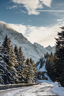 Germany, Berchtesgadener Land, Berchtesgaden National Park, Rossfeld Scenic Road in winter - MJF02171