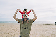 Portrait of father carrying his little daughter on shoulders on the beach - GEMF01779