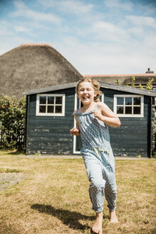 Happy girl running in garden - MOEF00081