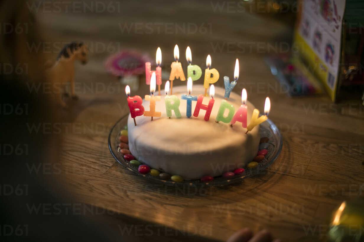 Little girl's birthday cake - MOEF00128 - Robijn Page/Westend61