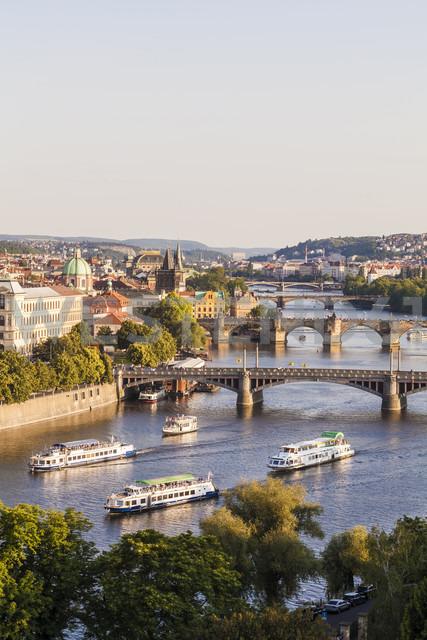 Czech Republic, Prague, cityscape with Charles Bridge and boats on Vltava - WDF04133