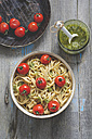 Homemade whole-grain ribbon noodles with pesto and cherry tomatoes - ODF01540