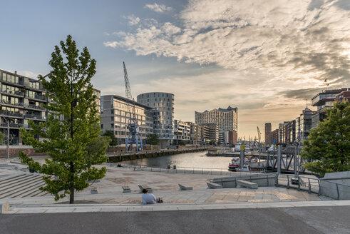 Germany, Hamburg, Hafencity, Magellan Terraces and view to Elbe Philharmonic Hall - KEBF00613