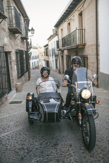 Spain, Jaen, mature couple on a trip with motorcycle with a sidecar - JASF01838