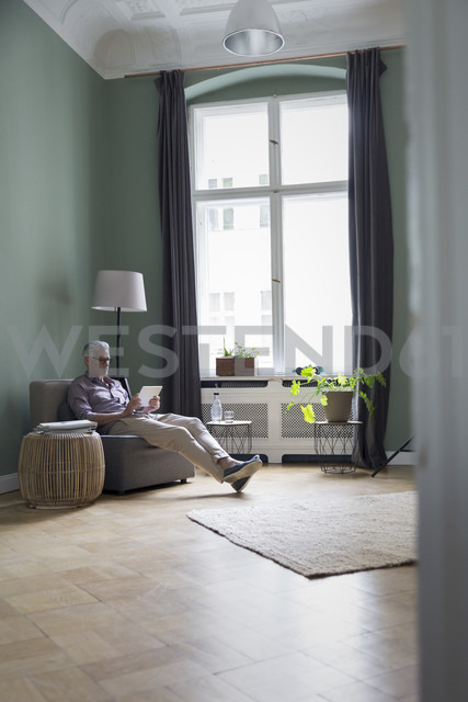 Mature man using tablet at home - RBF05865