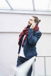 Portrait of smiling businessman on the phone - JOSF01531