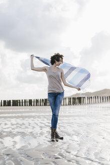 Woman with cloth on the beach - KNSF02564