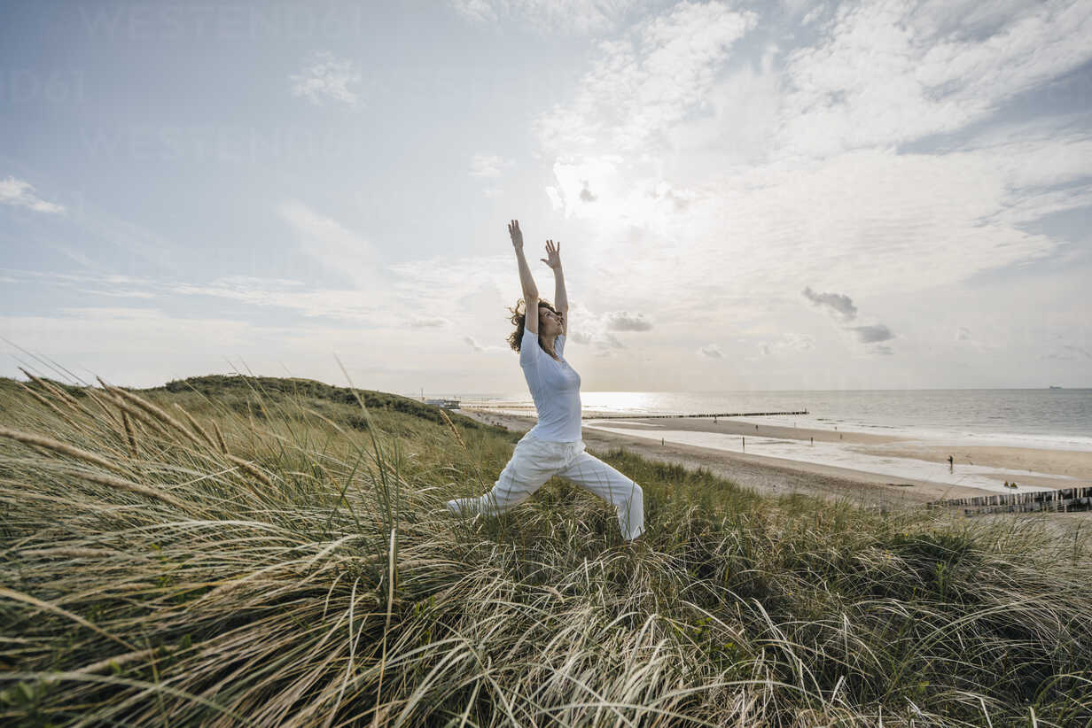 Woman practicing yoga in beach dune - KNSF02609 - Kniel Synnatzschke/Westend61