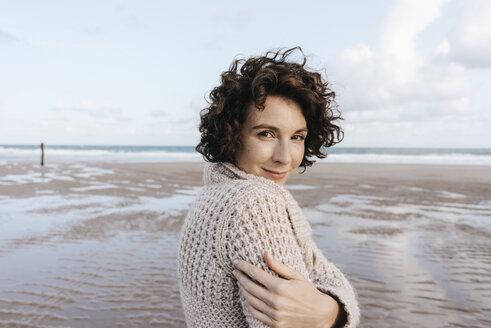 Portrait of smiling woman on the beach - KNSF02642