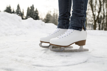 Feet of woman wearing ice skates - HAPF02118