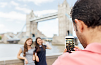 UK, London, tourists taking a picture near the Tower Bridge - MGOF03617