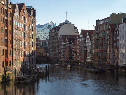 Germany, Hamburg, Nikolai canal with Elbphilharmonie in the background - RJF00718