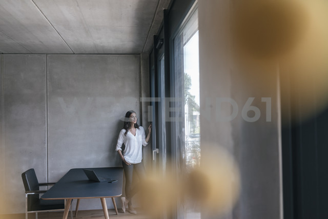Woman looking out of window - JOSF01665 - Joseffson/Westend61