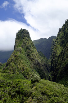 USA, Hawaii, Maui, Iao Valley State Park, The Needle, lava mountain - HLF01022