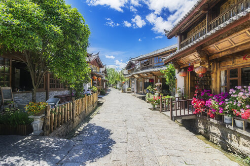 China, Yunnan, Lijiang, scenic alley in the old town - THAF02001