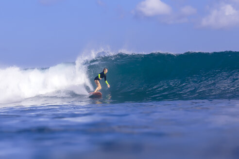 Indonesia, Bali, woman surfing - KNTF00891