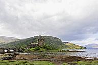 UK, Scotland, Dornie, Loch Duich, Eilean Donan Castle - FOF09353