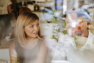 Young woman looking at man in a cafe - ZEDF00858