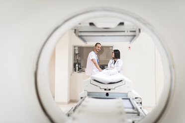 Two doctors at MRI scanner - EPF00475