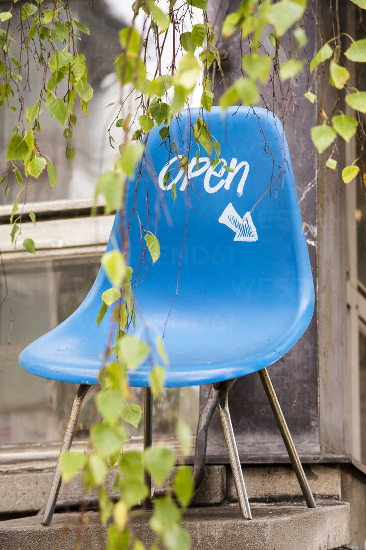 Blue vintage chair with direction sign - NGF00421 - Nadine Ginzel/Westend61