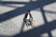 Elevated view of smiling man with sunglasses on bicycle - SBOF00712