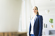 Portrait of confident businesswoman at the window - JOSF01764