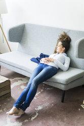Woman lying on couch sleeping - JOSF01785
