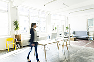 Businesswoman walking in a loft - JOSF01794