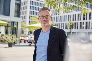 Portrait of businessman wearing glasses - SUF00304