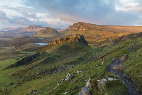 UK, Scotland, Inner Hebrides, Isle of Skye, Trotternish, morning mood above Quiraing, view towards Loch Cleat - FOF09371