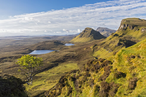 UK, Scotland, Inner Hebrides, Isle of Skye, Trotternish, morning mood above Quiraing, view towards Loch Cleat - FOF09374