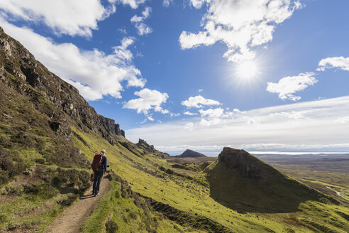 UK, Scotland, Inner Hebrides, Isle of Skye, Trotternish, Quiraing, tourist on hiking trail - FOF09380